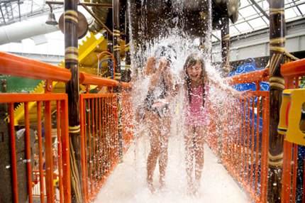 8 indoor water parks perfect for a warm getaway near nyc for Warm getaways from nyc
