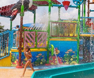 Best Outdoor Water Parks near Chicago: girl runs through sprinklers at waterpark