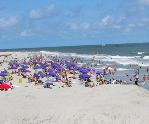 Wide view of the free beaches in Atlantic City, New Jersey