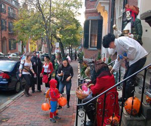 Beacon Hill closes down streets for traffic-free trick or treating. Photo by Chris Devers/Flickr