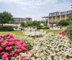 luch garden flowers and tables at congress hall hotel