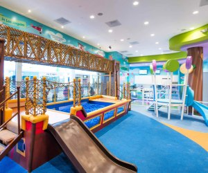 Los Angeles Restaurants Where Kids Can Play: Giggle Hugs
