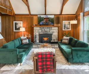 The Living Room in Heidi's Lodge, a cabin rental at Pocono Lake. Photo courtesy of Airbnb
