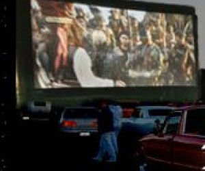 Drive In Movie Theaters In Ny And Nj Mommypoppins Things To Do In New Jersey With Kids