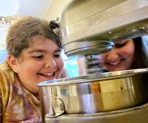 No-Bake Easy Dessert Recipes: Kids watch as dessert makes itself