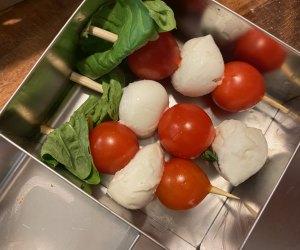 100 School Lunch Ideas for Kids: Tomato caprese skewers