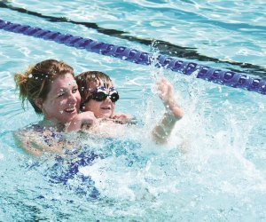 Best Baby and Me Swim Classes in Houston | MommyPoppins - Things to
