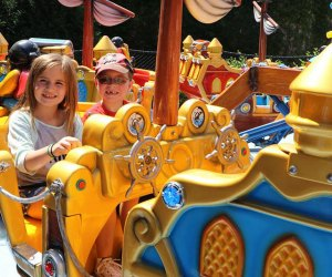 Best Amusement Parks in the Chicago Area for Families: kids on an amusement park ride