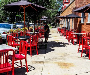 Chicago-Area Outdoor Restaurants for Families: Roots Pizza