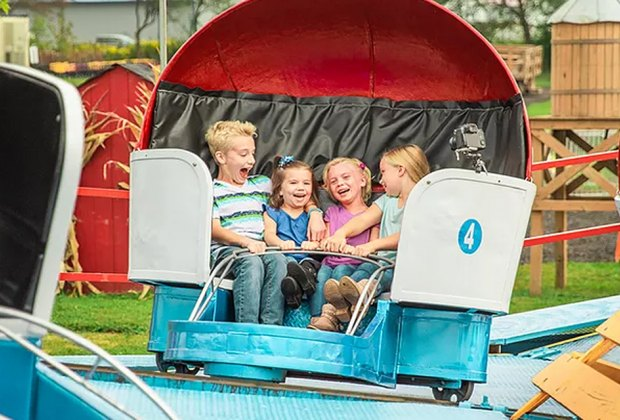 Best Farms for Family Fun and Entertainment in Chicago: kids on an amusement ride