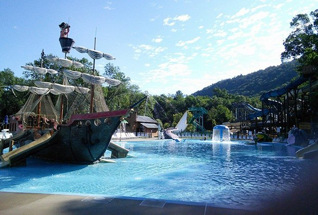 Best water parks for toddlers near nyc mommy poppins for Day trip to nyc with kids