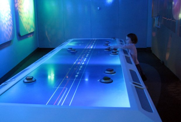 Mixing music on an interactive table