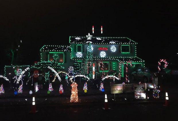 King Avenue's Dancing Christmas Lights house