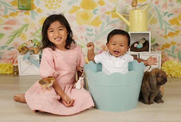 Big Apple Portraits offers live bunny and chick photo sessions for Easter