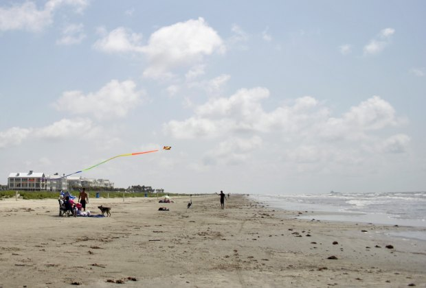 Best Family-Friendly Beaches in Galveston | MommyPoppins