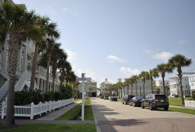 Best Family-Friendly Beaches in Galveston | MommyPoppins