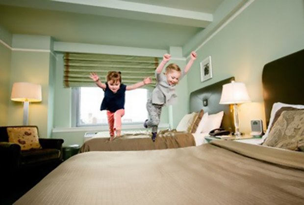 Kids dive on Bed Hotel Beacon