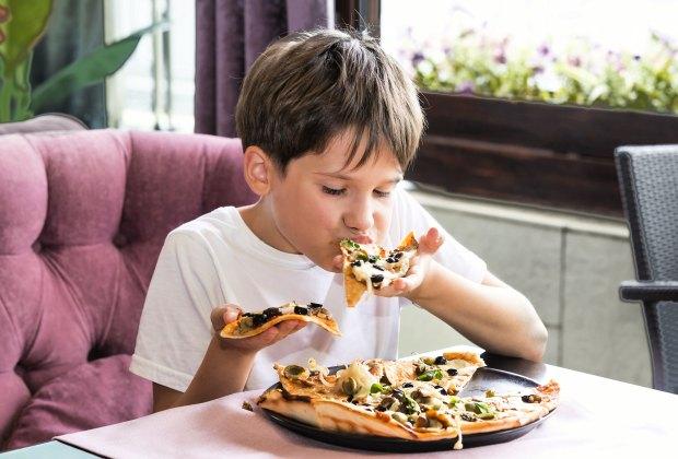 18 Chicago Restaurants Where Kids Eat Free Mommypoppins