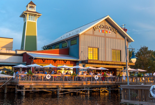Dockside dining. The Boathouse