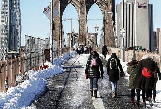 Play tourist with a not-too-crowded winter walk across the Brooklyn Bridge