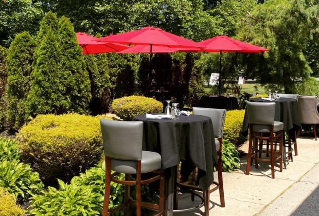 outdoor dining at Butterfield's