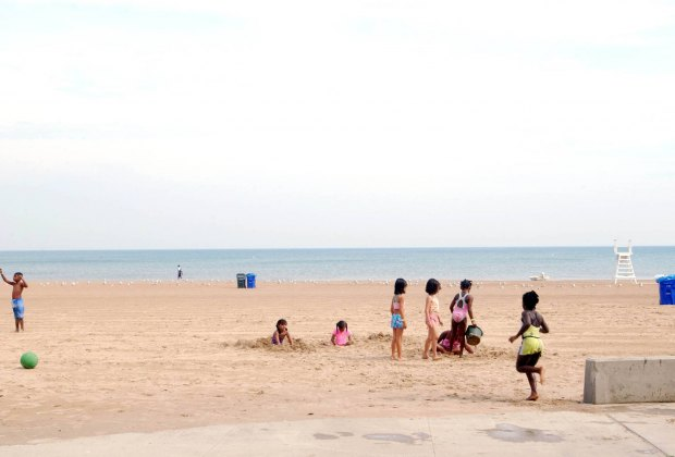 100 Things To Do in Chicago with Kids Before They Grow Up: Chicago Beaches