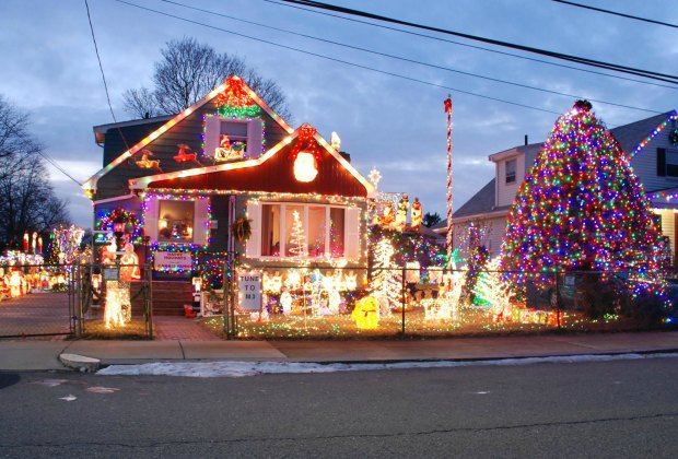 Homes With Awesome Holiday Lights And Decor Around Boston