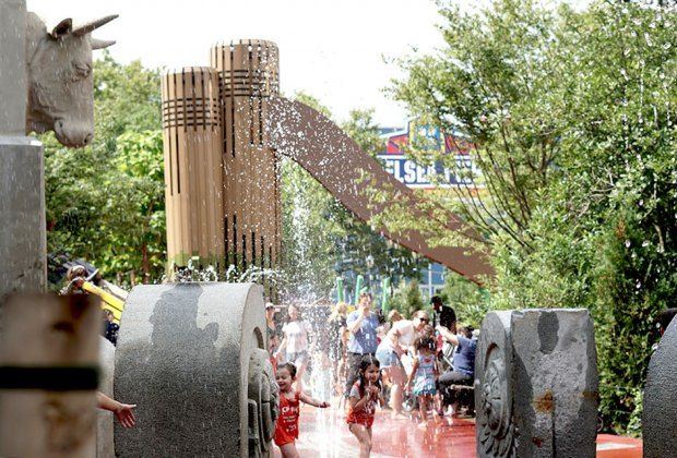 Best Spraygrounds And Sprinklers For Nyc Kids Mommypoppins Things To Do In New York City With Kids