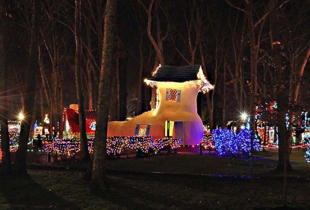 Holiday And Christmas Light Displays