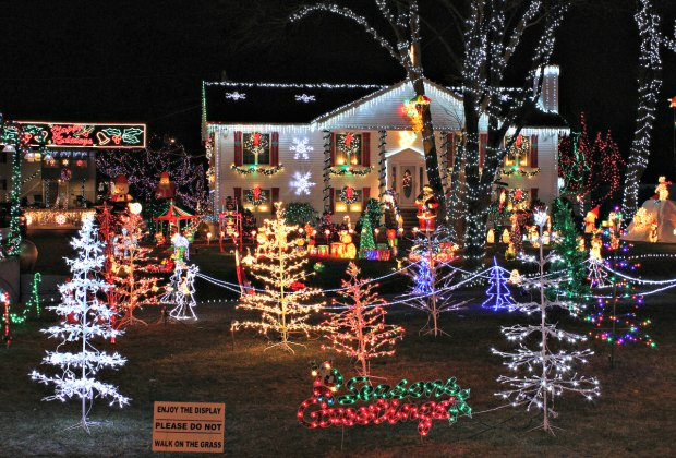 Homes with Awesome Holiday Lights and Decor Around Boston ...