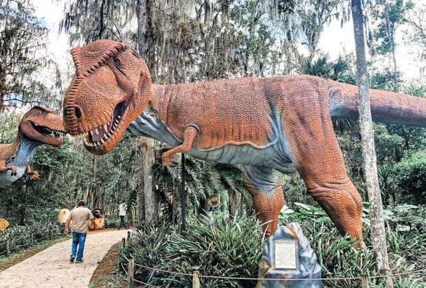 Meet the life-size dinosaurs at Dinosaur World Florida!