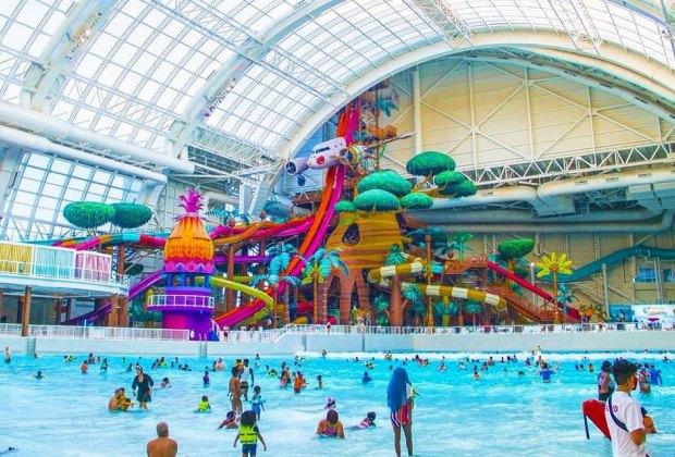 wide shot of zero-entry people at indoor water park