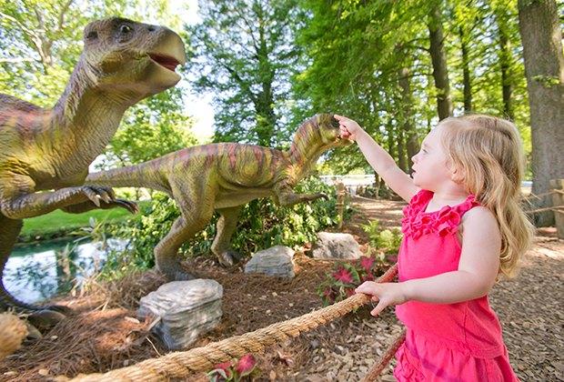 See the dinos at Dutch Wonderland