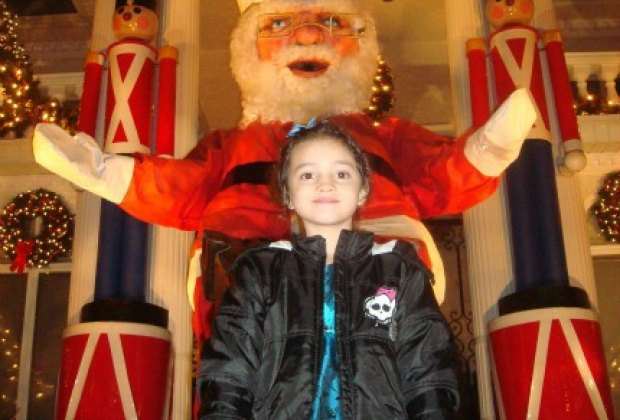 Just in case you want a sense of the scale... that's one big Santa!
