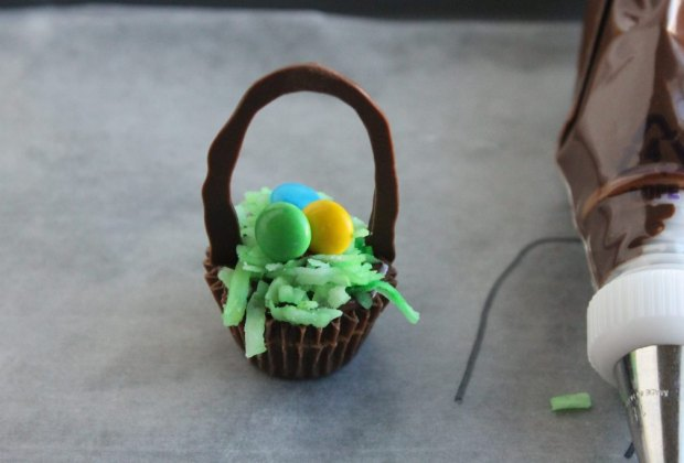 Easter Desserts, Easter Recipes, and Easter Brunch Ideas: Reese's Cup Easter Basket Treats