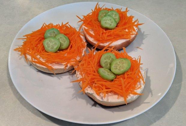 Easter Desserts, Easter Recipes, and Easter Brunch Ideas: Easter Nest Bagels