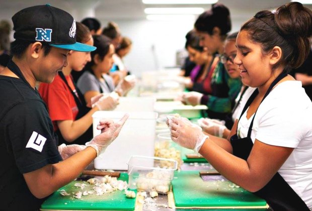 Volunteering at Holiday Time: Fun Ways for LA Kids To Find ...