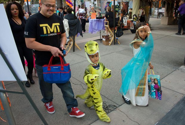 Safe Organized And Indoor Trick Or Treat Options For La Kids On Halloween Night Mommypoppins Things To Do In Los Angeles With Kids