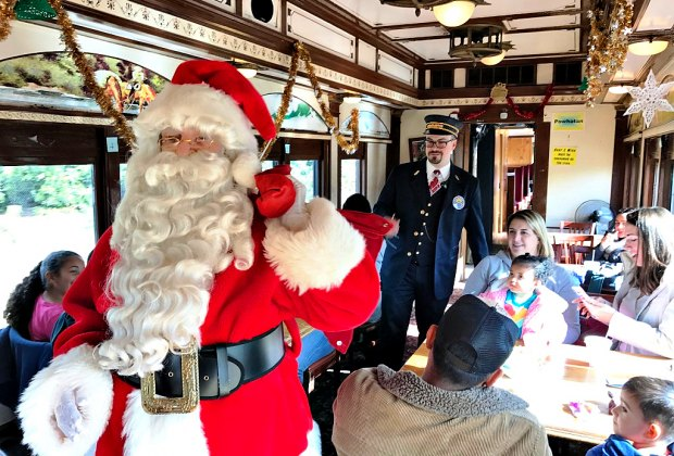 Christmas In La.Christmas Trains All Aboard The Polar Express For Kids In