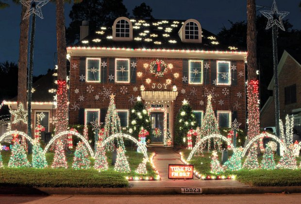 Best Christmas And Holiday Light Displays In Houston Neighborhoods For 2020 Mommypoppins Things To Do In Houston With Kids