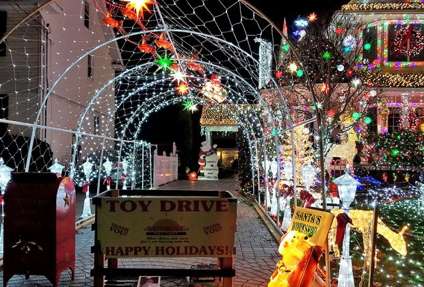 Long Island List Of Houses With Christmas Lights 2020 Long Island Homes with Spectacular Christmas Light Displays for