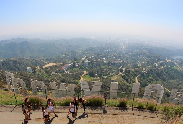 FREE Things Kids Can Do in LA: Hike to the hollywood sign