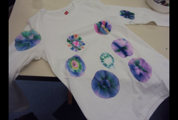 77344d0b1531 This short-cut tie dye technique not only makes designing tee shirts fun ...