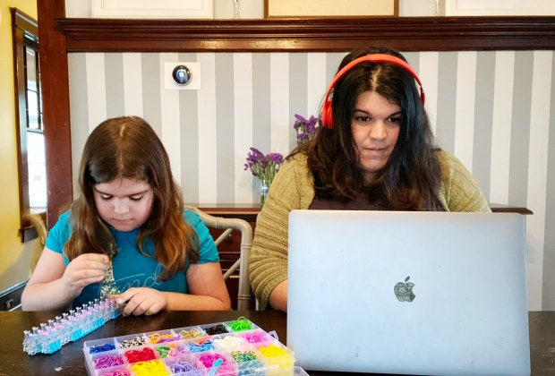 Working From Home With Kids A Big List Of Activities To Keep Kids Busy Mommypoppins Things To Do In New York City With Kids
