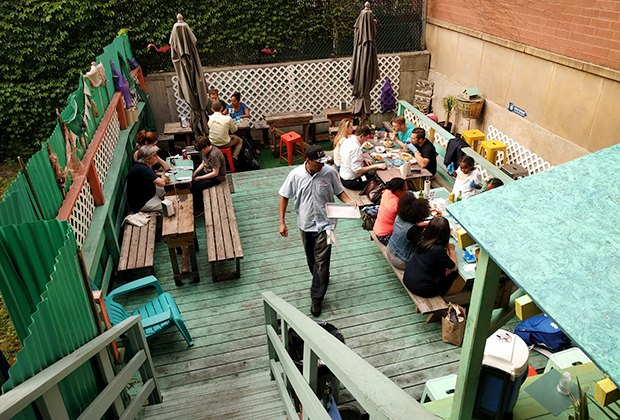 LoLo's Seafood Shack Patio dining
