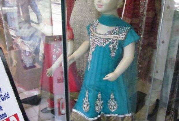Sari shops on 74th Street