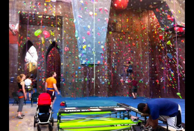 Brooklyn boulders rock climbing for the whole family for Things to do with kids in brooklyn this weekend
