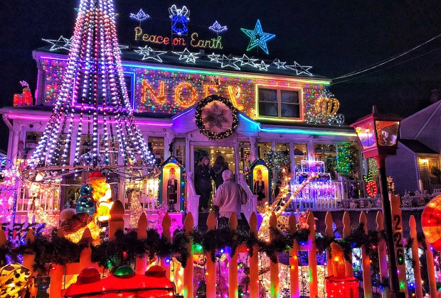 Where To See Christmas Lights.Connecticut S Christmas Light Displays Mommypoppins