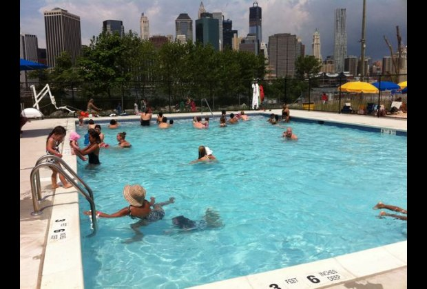 pier 2 pop up pool in brooklyn bridge park what to know before you go mommy poppins things. Black Bedroom Furniture Sets. Home Design Ideas