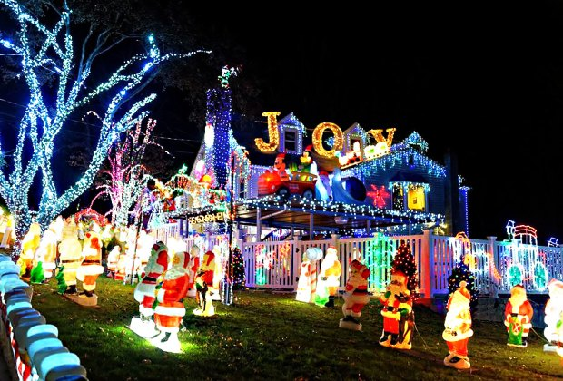 House With Christmas Lights.Best Christmas And Holiday Light Displays In Westchester